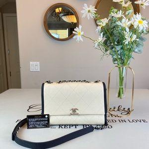 CHANEL White Leather Shoulder Bag Crossbody